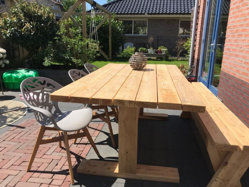 Mooie houten tuintafel Kaatsheuvel