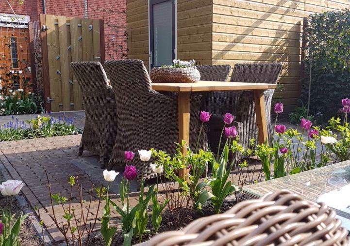 Voorbeeld houten tuintafel Oisterwijk